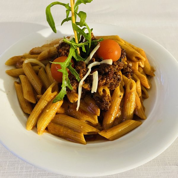 Penne Bolognese und Käse
